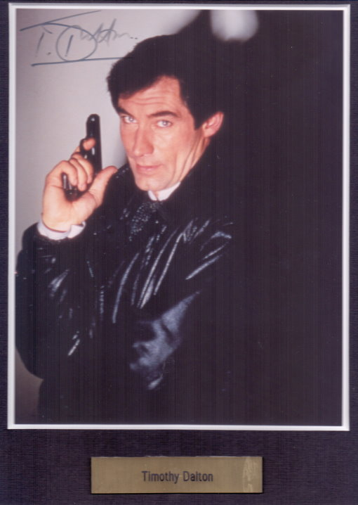 Timothy Dalton Autogramm als James Bond