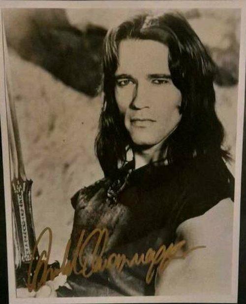 Arnold Schwarzenegger Autogramm auf Installation