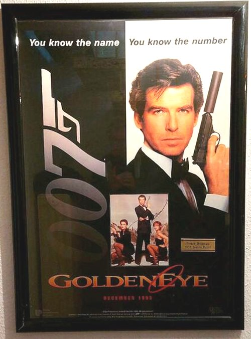 Pierce Brosnan Autogramm als Bond auf GOLDEN EYE Installation